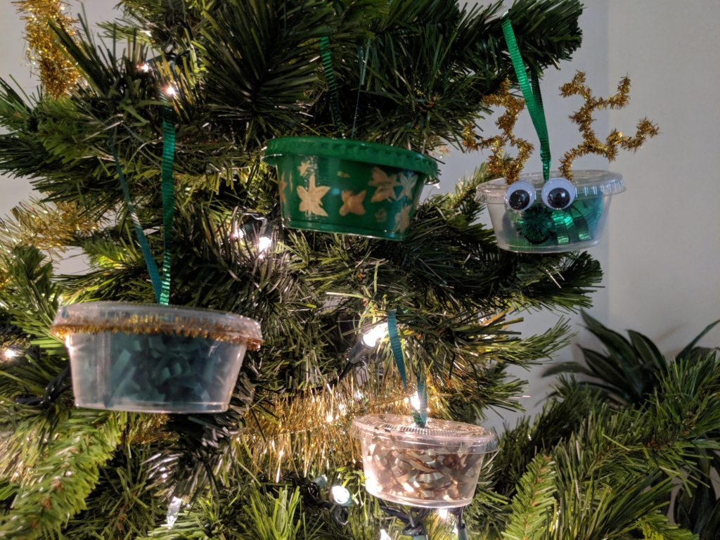 Looking for other ways to use your Wingstop ranch cups this holiday season? Poke a hole through the top of the lid and thread ribbon through in a loop and paint or stuff with confetti